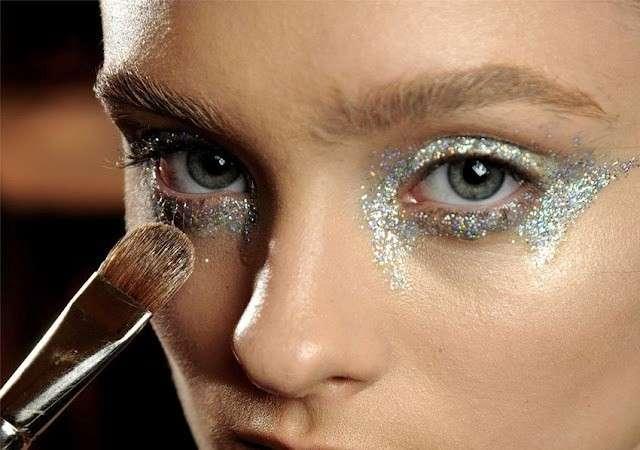 come togliere i glitter dal viso