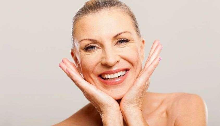 Quale fondotinta usare a 50 anni: i migliori prodotti per la pelle matura [FOTO]