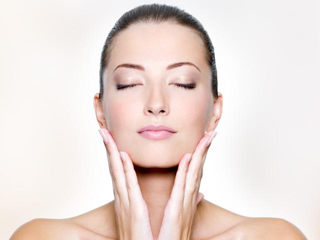 massaggio labbra secche