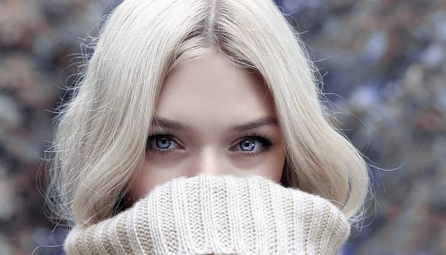 viso donna acne