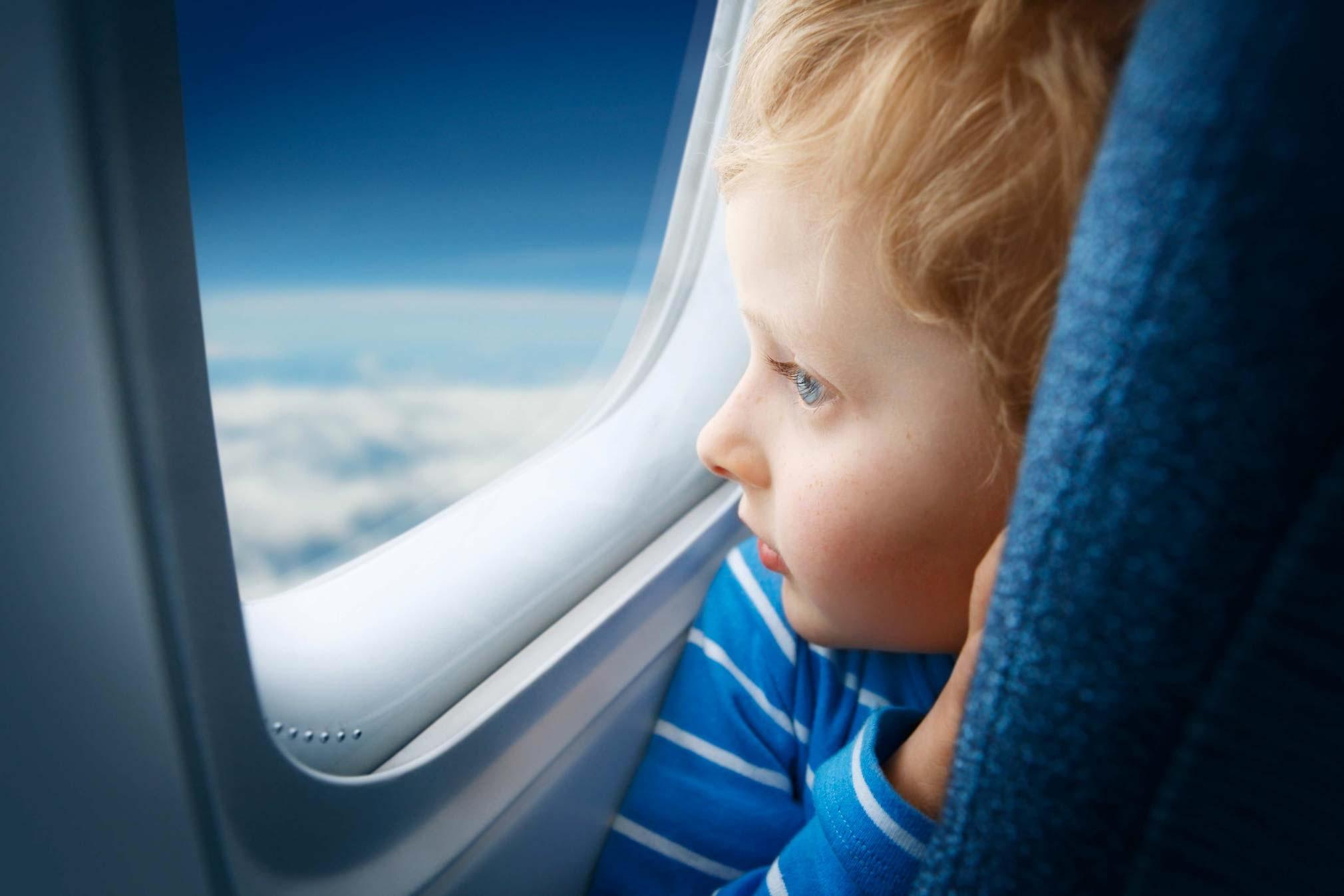 A che età i bambini possono viaggiare da soli