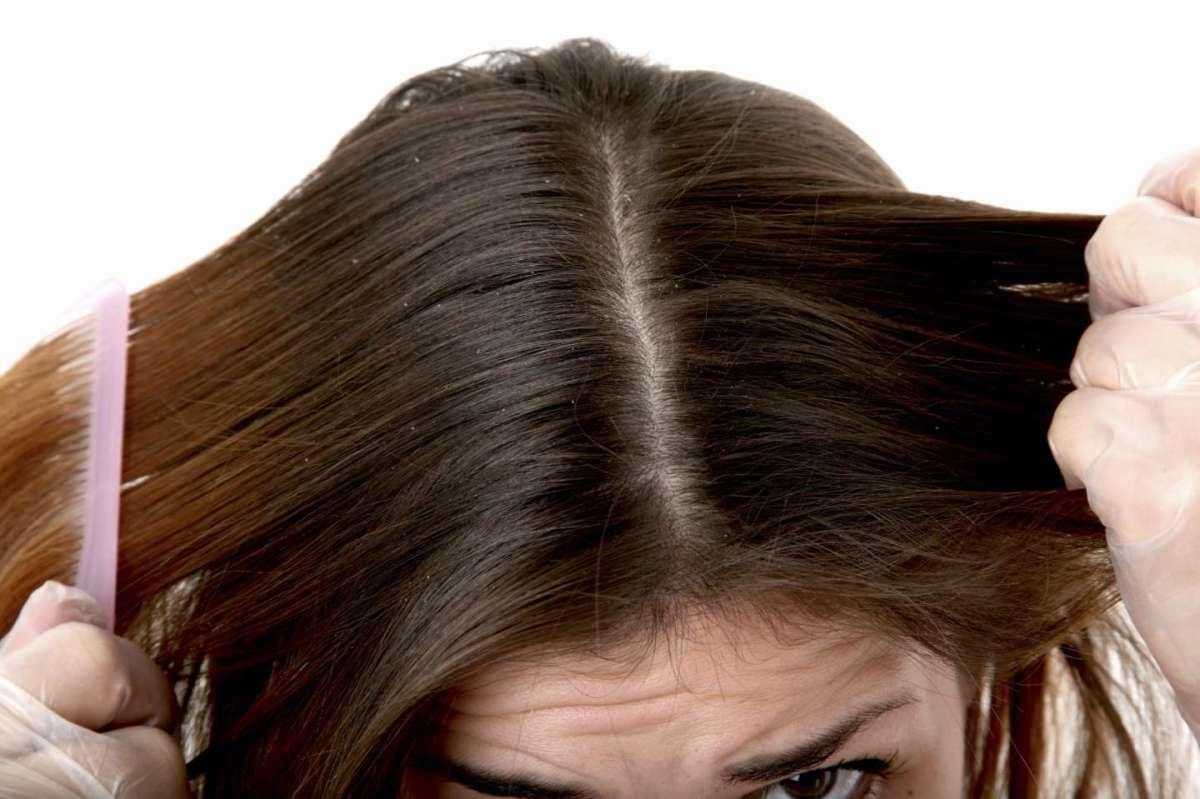 Scrub per capelli: cos'è, a cosa serve e tutti i migliori prodotti da provare [FOTO]