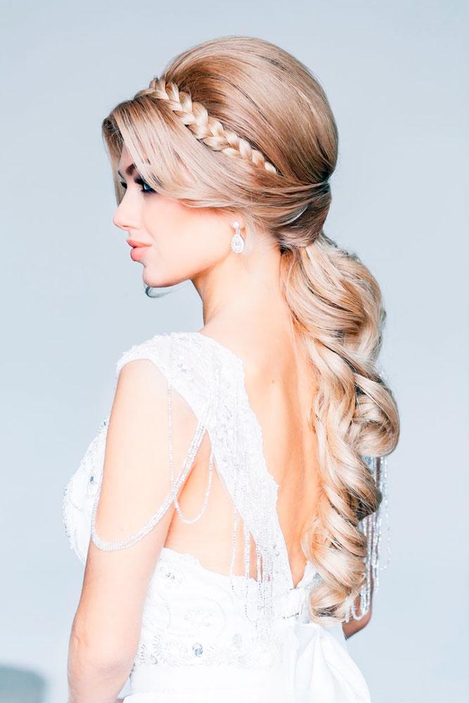 Acconciatura alla greca per capelli lunghi