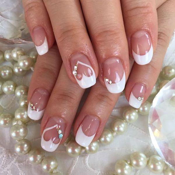 French manicure cuori san valentino in bianco