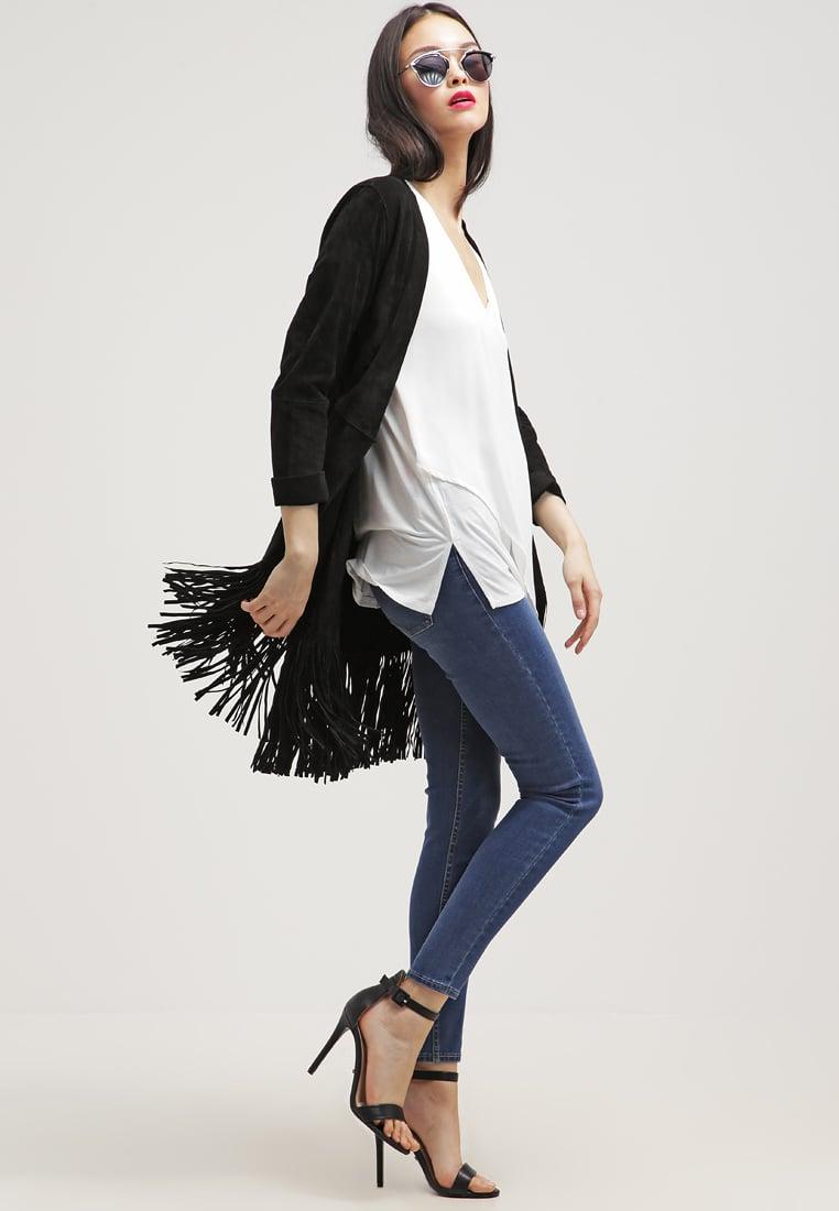 Jeans e scarpe con tacco