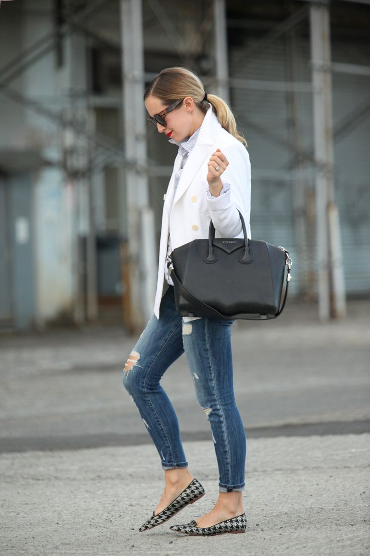Jeans e slippers a punta