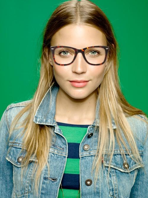 Occhiali e giacca hipster