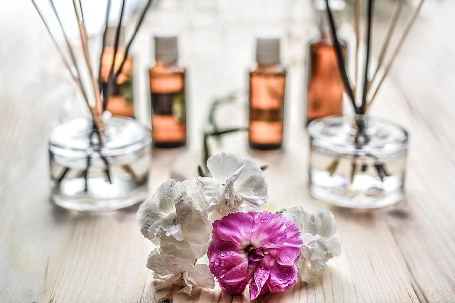 Aromaterapia in casa: gli oli essenziali stanza per stanza