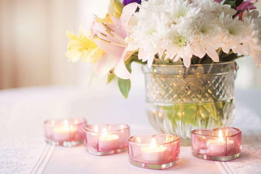 Fiori cuori e candele