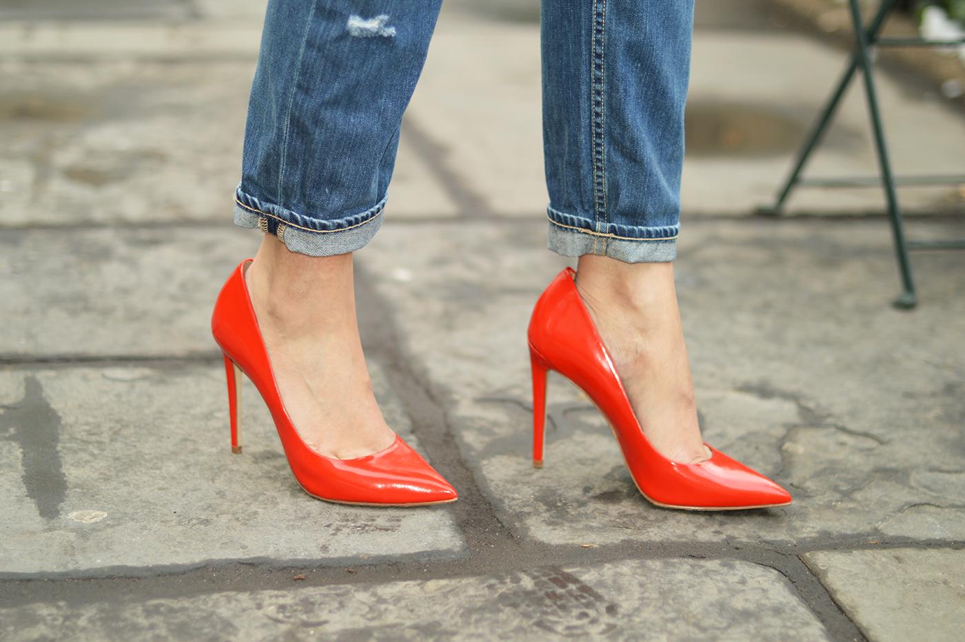 Abbinare le scarpe con tacco ai jeans