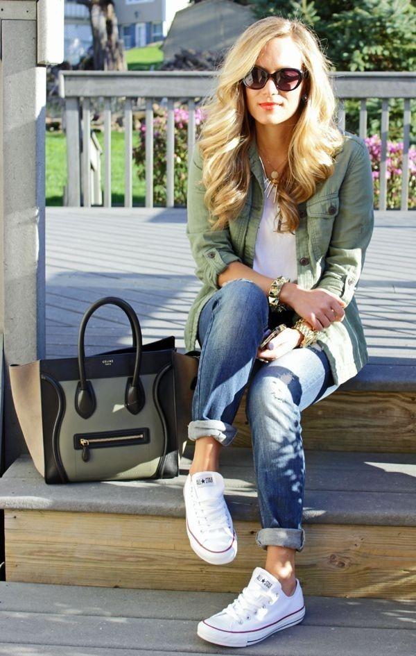 I jeans e le scarpe da ginnastica converse
