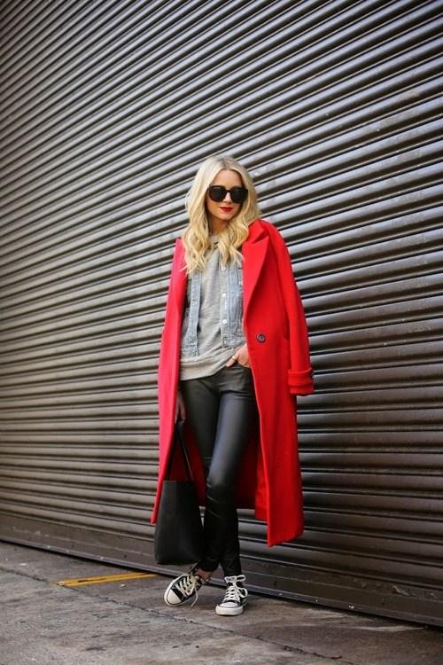 Look con cappotto rosso