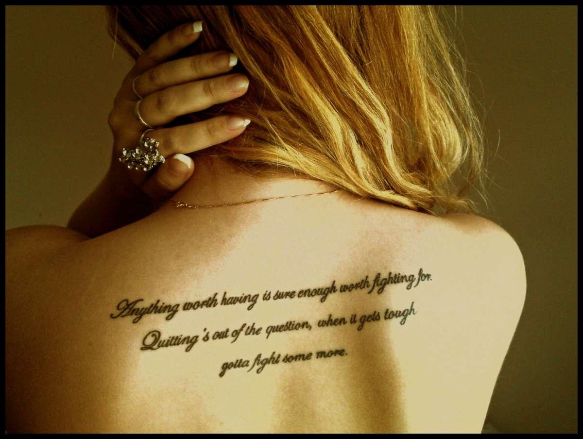 Tatuaggi con frasi celebri