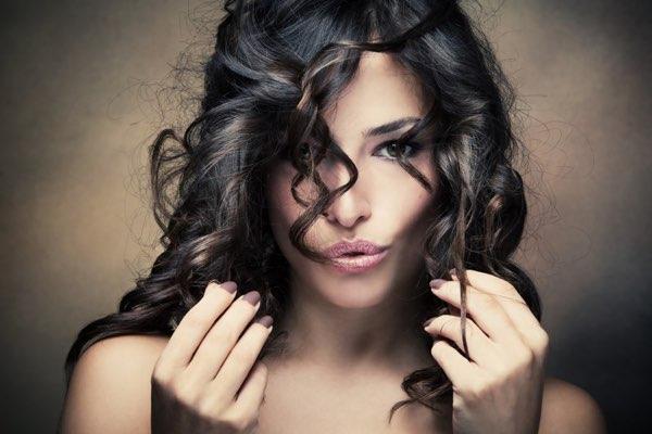 capelli ricci che diventano lisci cause
