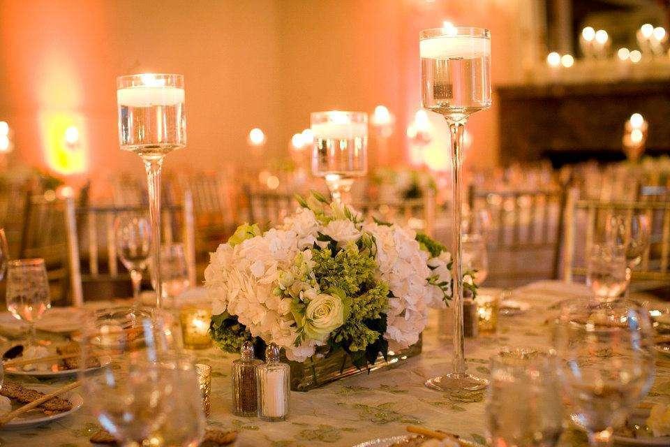 Centrotavola alti per il matrimonio: le idee più eleganti [FOTO]