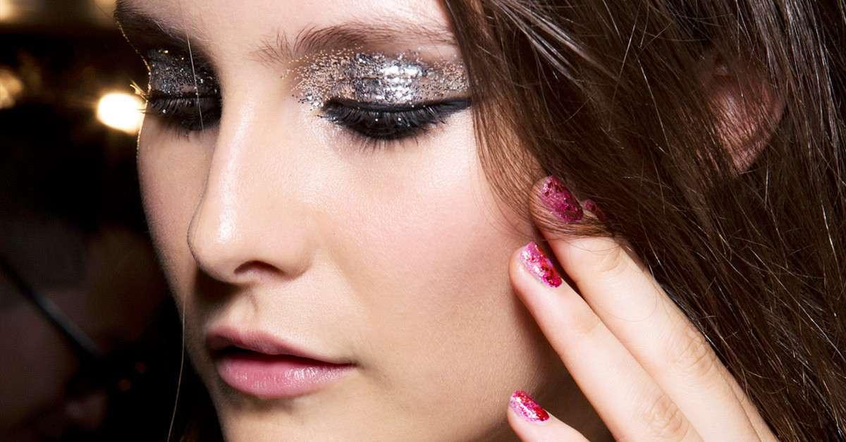 Ombretti glitter: i migliori prodotti per il trucco occhi [FOTO]