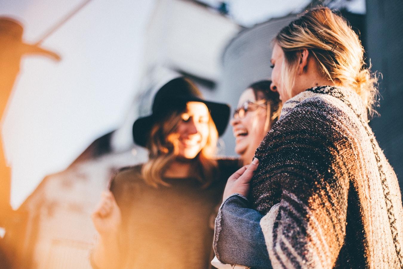Frasi Festa delle Donne per le amiche: le più divertenti da dedicare