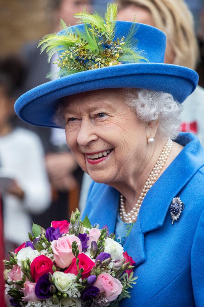 Elisabetta II mentre visita Haig Housing Trust
