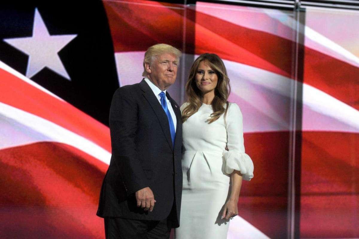 Melania Trump con tubino bianco