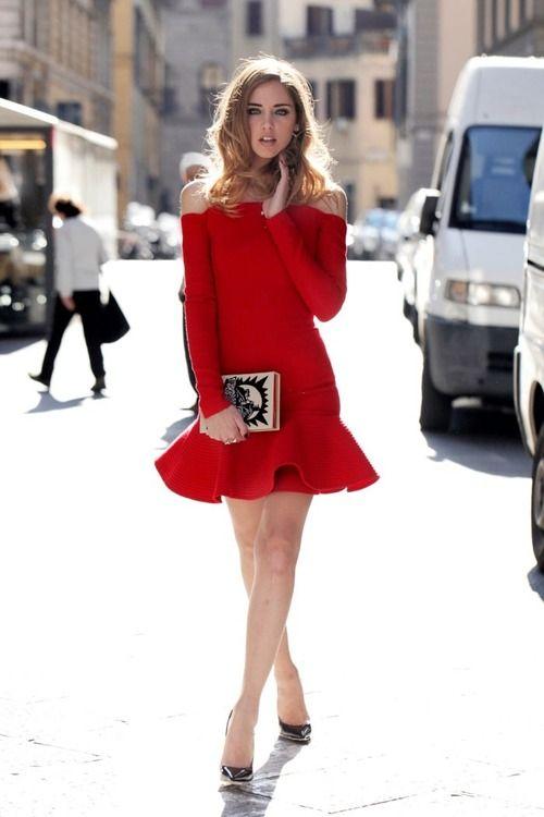 Minidress rosso e scarpe argento