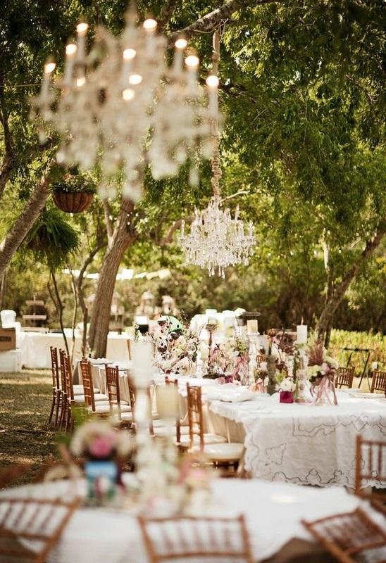 Tavoli con decorazioni rustiche