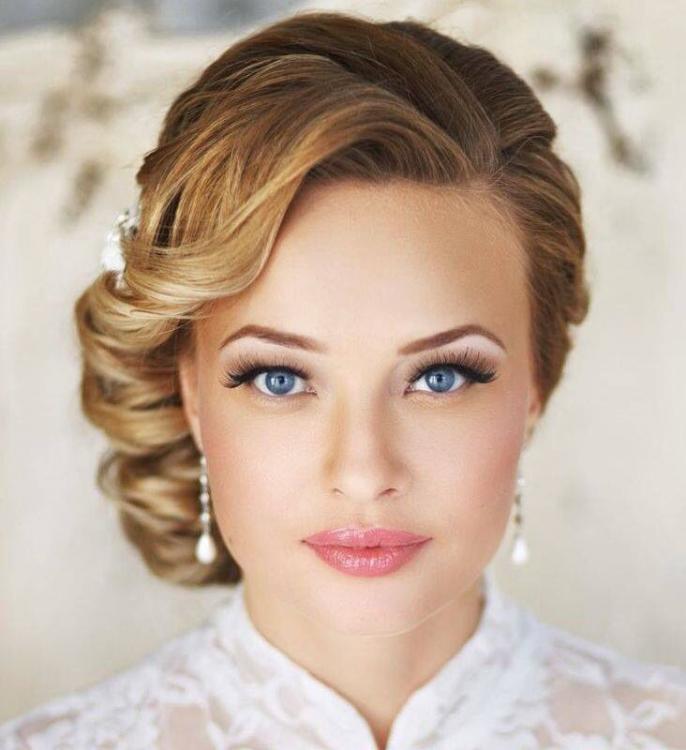 Trucco semplice per la sposa con occhi chiari