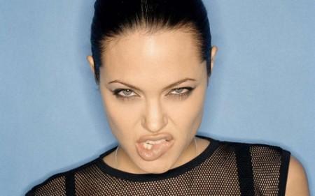 Angelina Jolie in conferenza a Ginevra