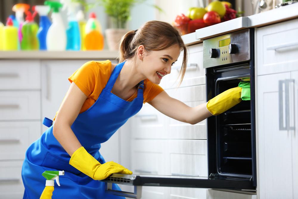 Come pulire il forno in modo naturale: i rimedi fai da te più efficaci