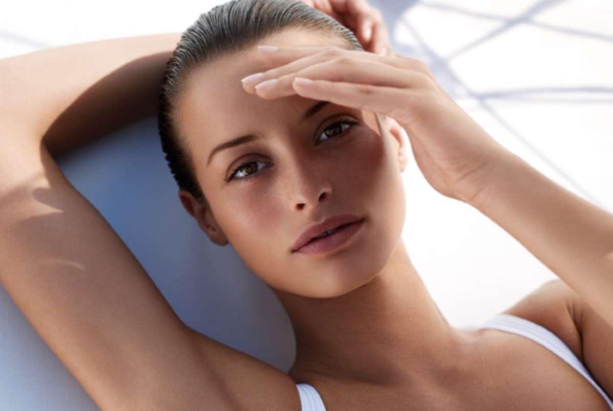 Crema solare viso antimacchia, le migliori da portare in spiaggia