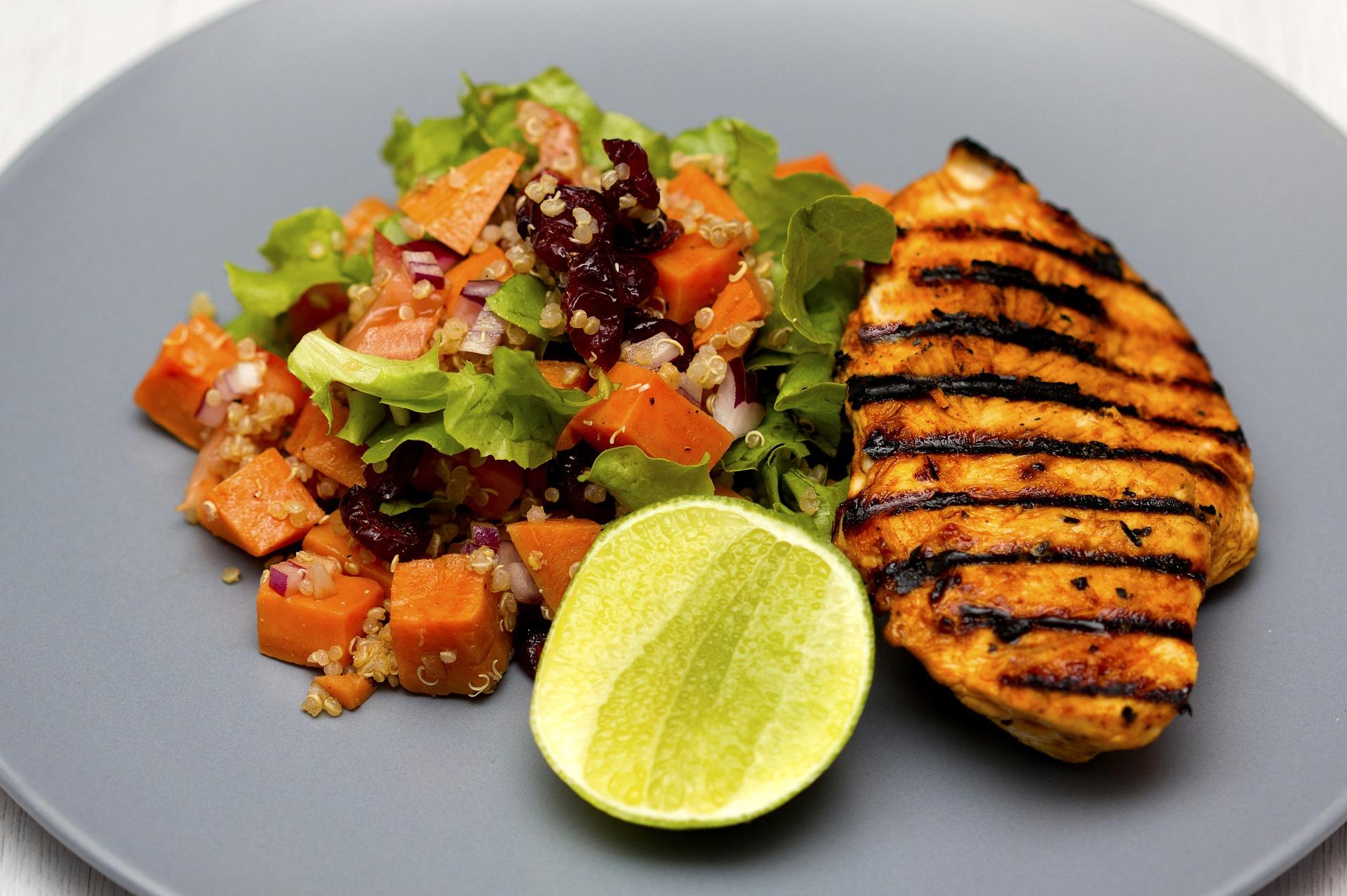 Dieta proteica, cosa mangiare: i cibi consentiti e i cibi da evitare