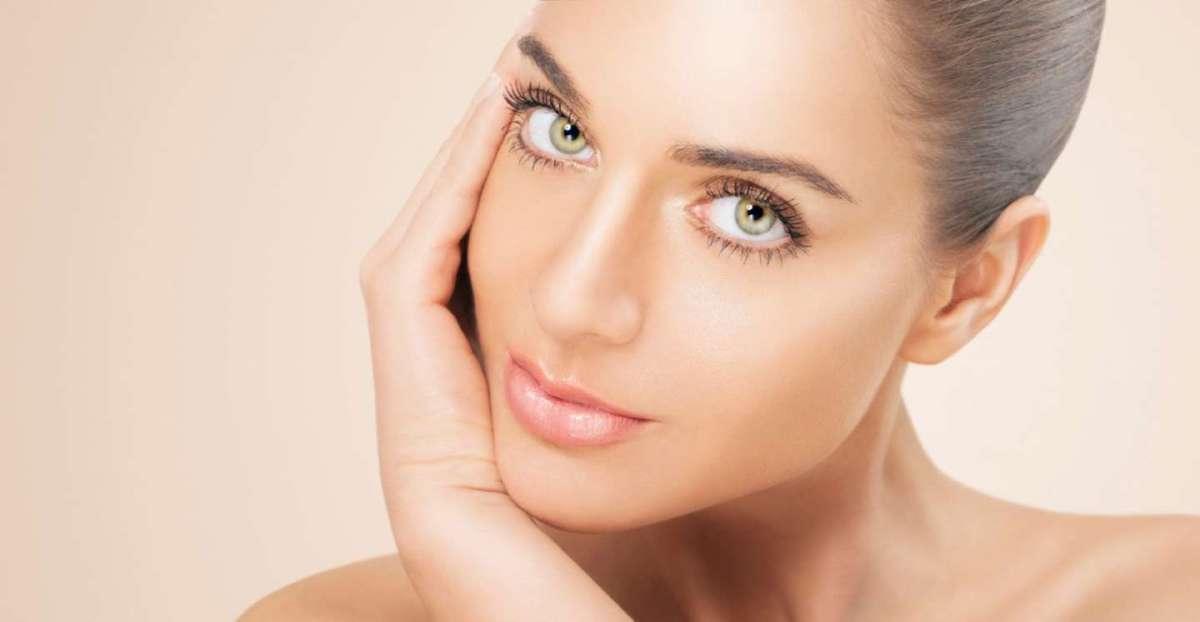 Creme solari per la pelle grassa, impura e acneica: le migliori