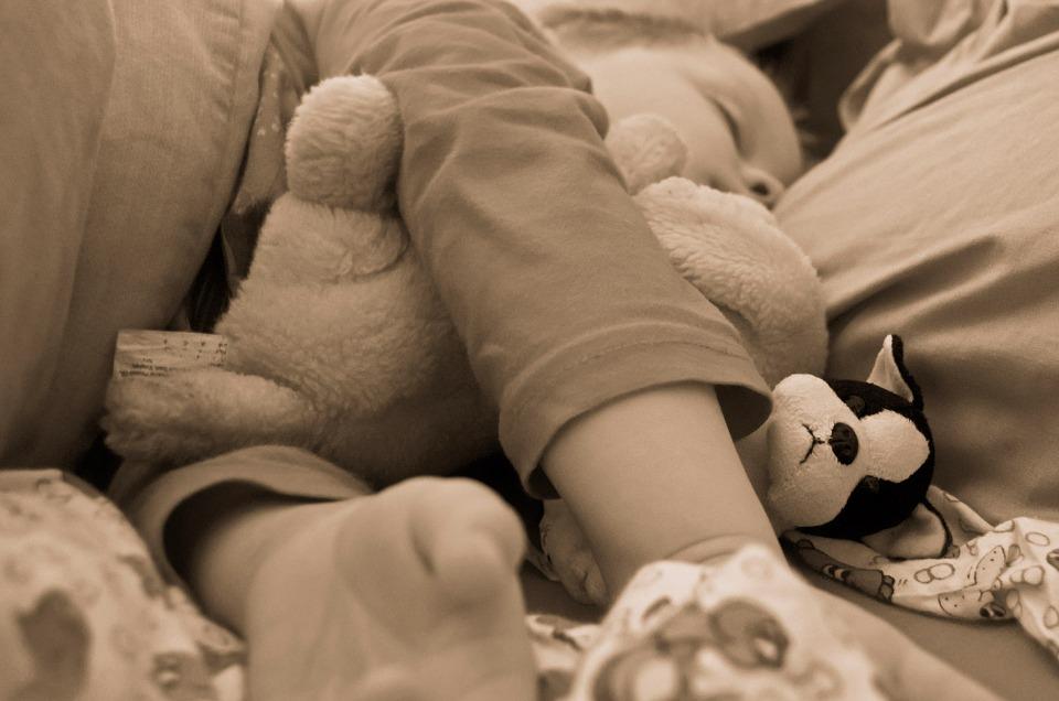 Mononucleosi nei bambini: sintomi, contagio e come si cura