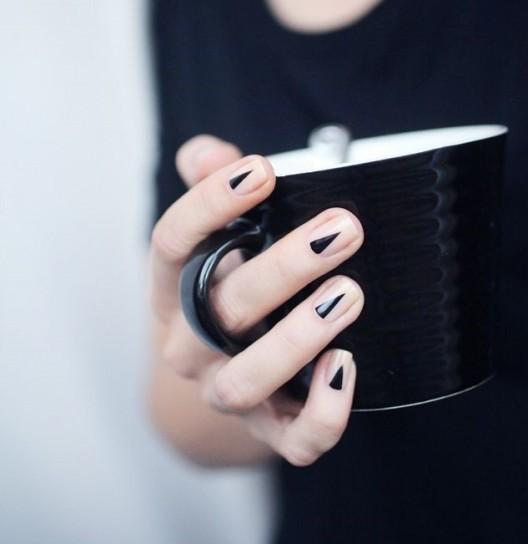 nail art per le mani con smalto nude