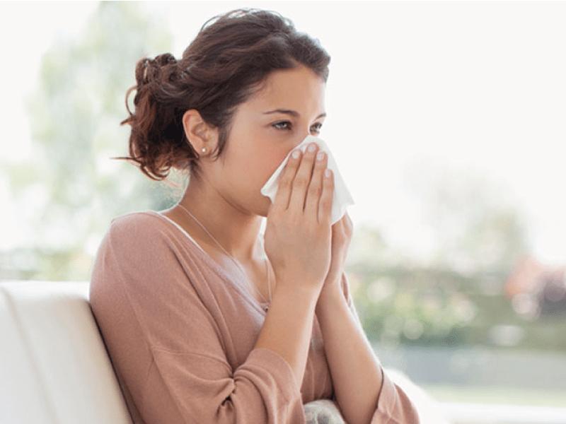 Rinite allergica: sintomi, cause, rimedi e terapia