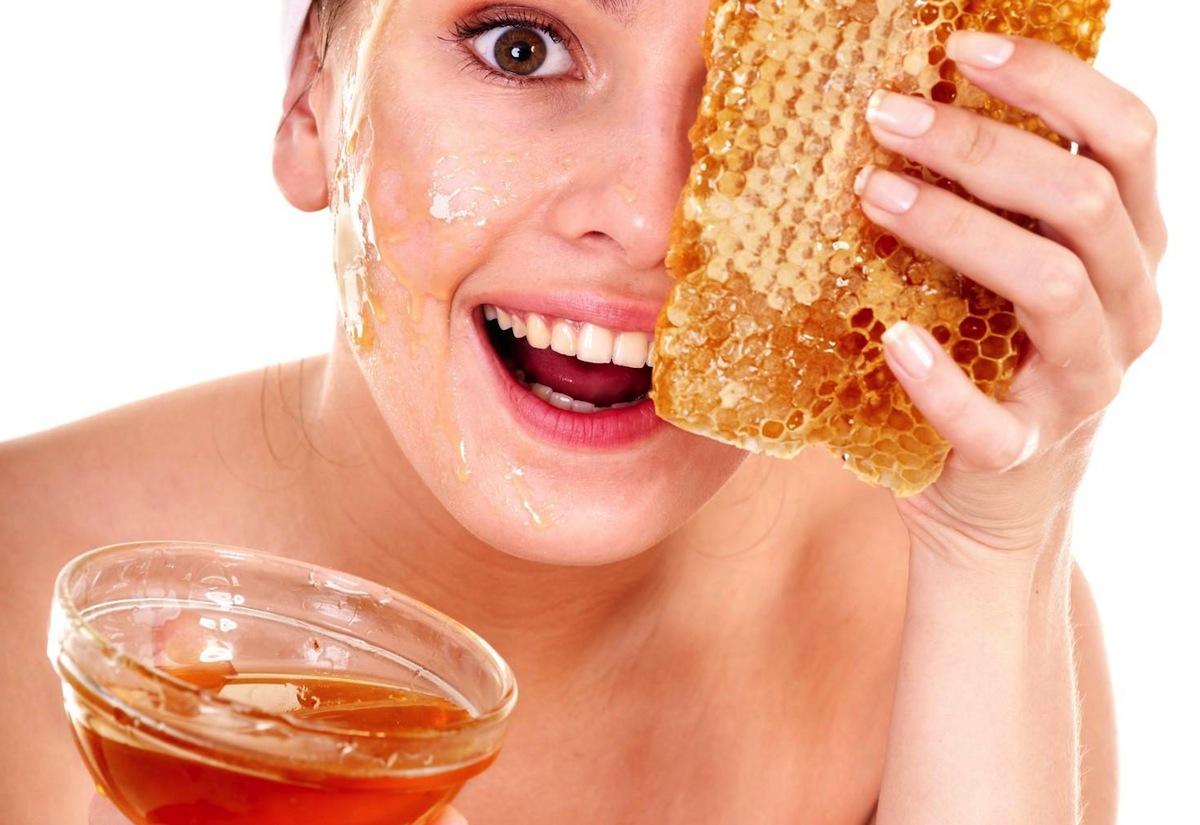 Benefici ed effetti del miele sul viso tutti i giorni