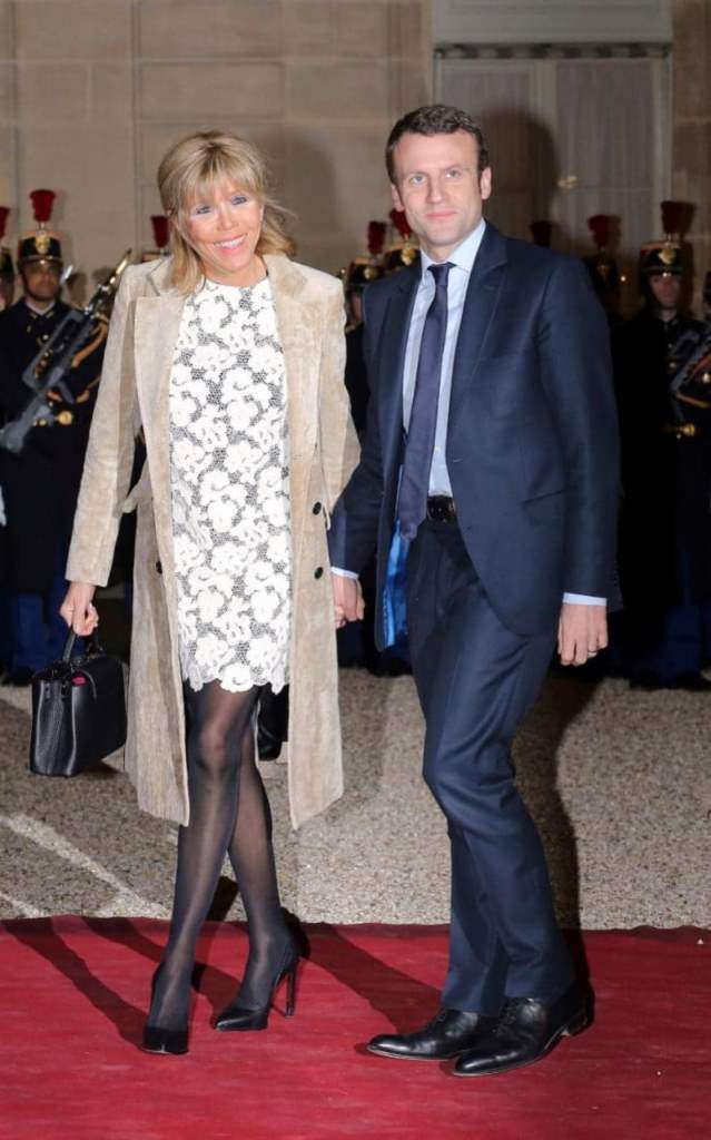 Brigitte Trogneux con abito in pizzo