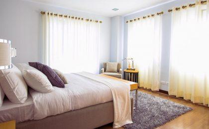 Come pulire la camera da letto: dal materasso agli armadi