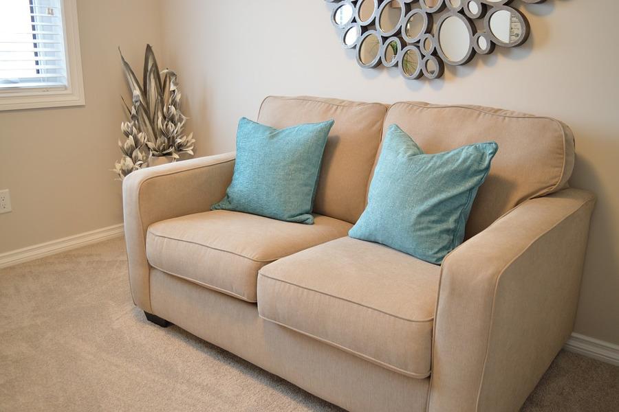 Come pulire il divano in microfibra