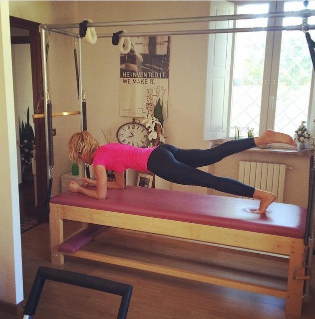 Elena Santarelli plank