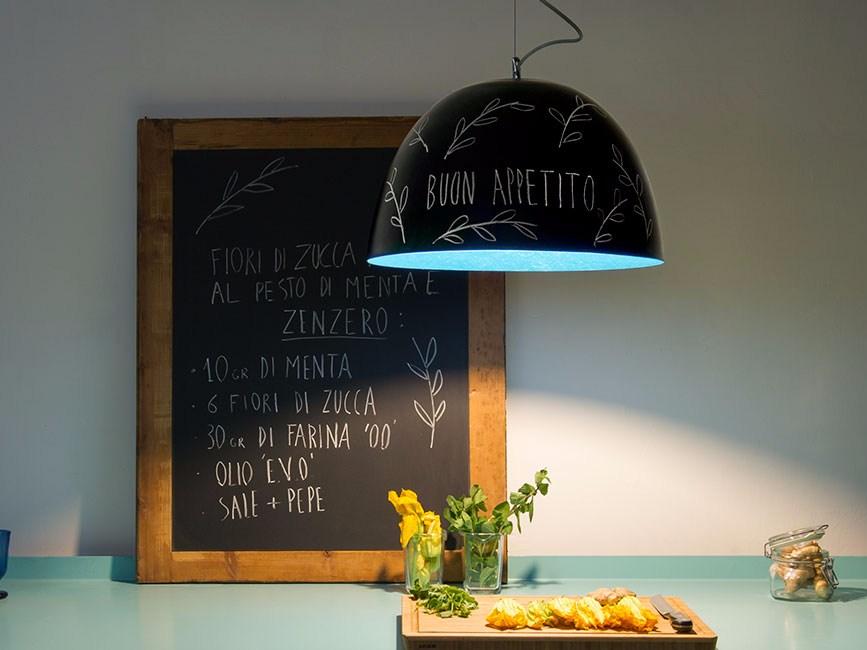 Come illuminare la cucina in modo moderno con consigli di design pourfemme - Lampada luna ikea ...