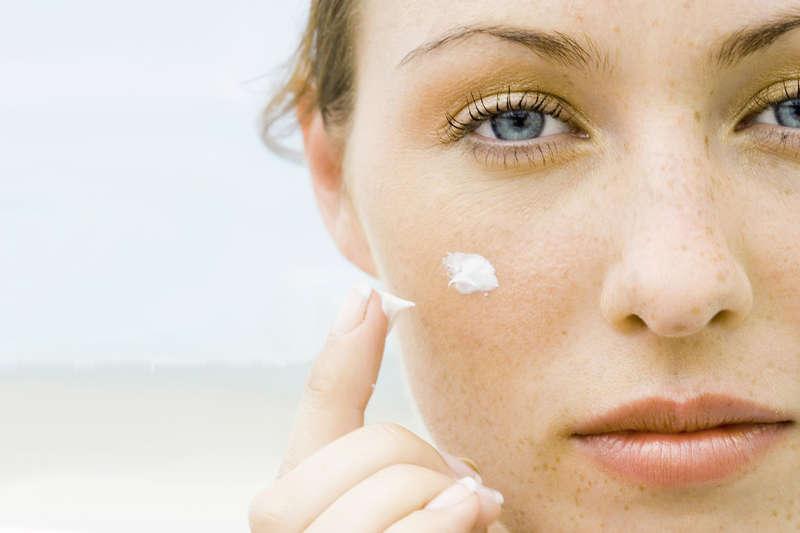 Le migliori creme solari viso antimacchia per pelli chiare