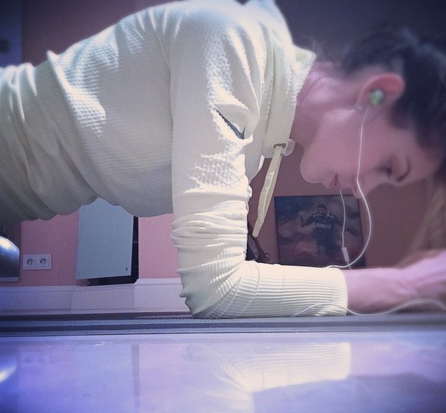 Melissa Satta plank