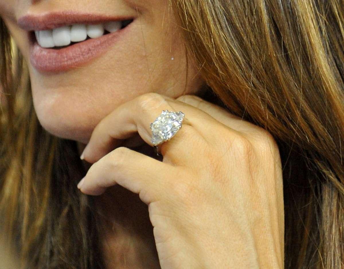 Gli anelli di fidanzamento delle vip [FOTO]