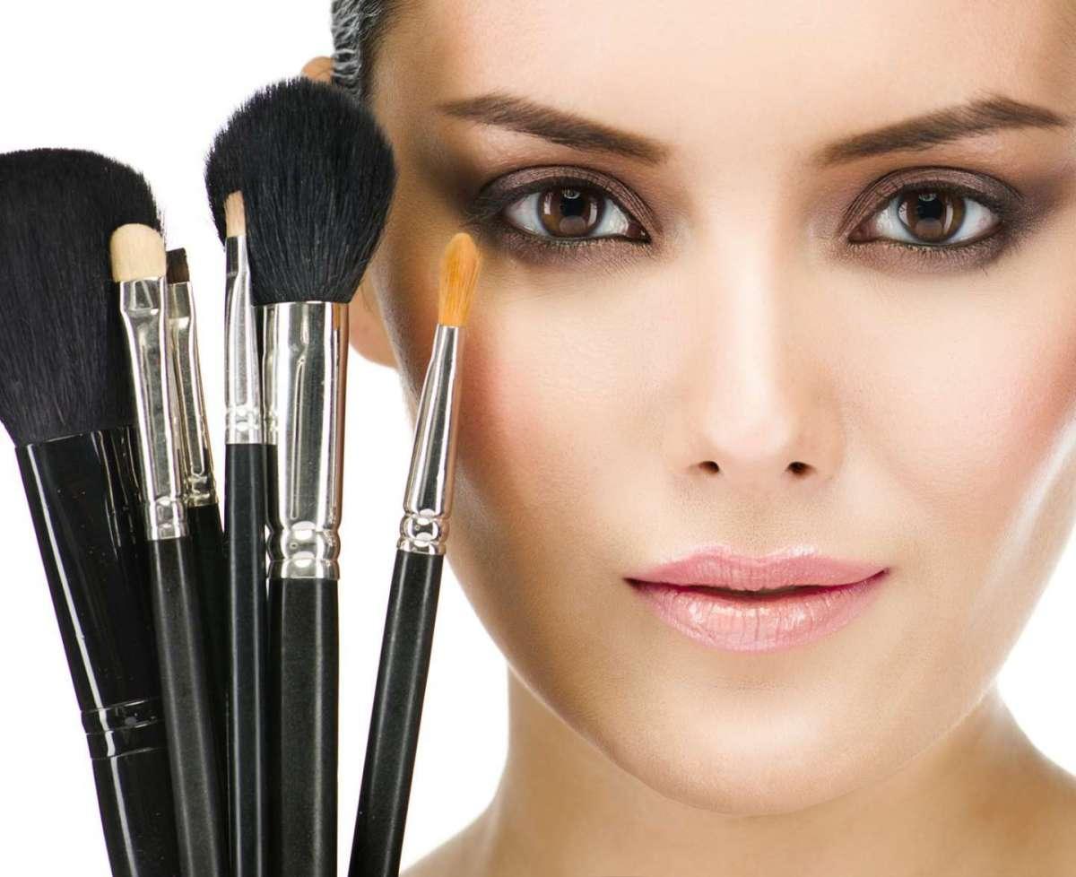 Pennelli trucco economici, i migliori per stendere il make up