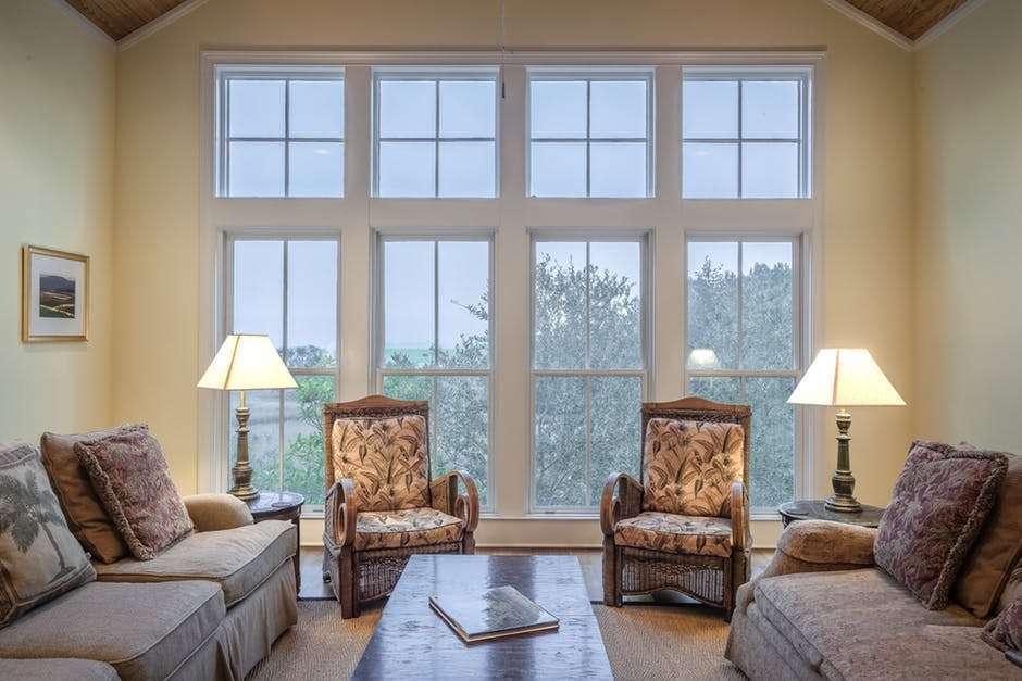 Come illuminare la casa: le soluzioni per il bagno, il soggiorno, la camera da letto e la cucina
