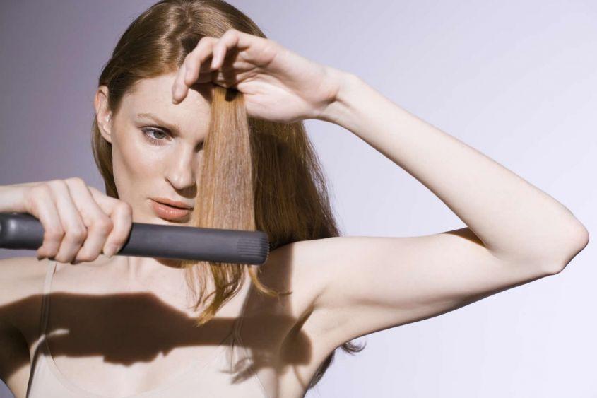 la piastra a vapore danneggia i capelli