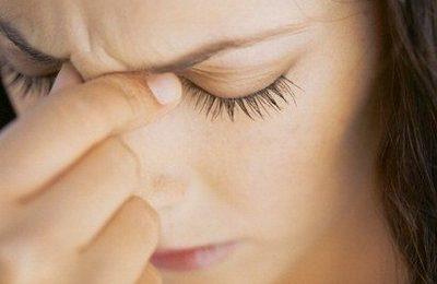Sindrome premestruale: sintomi, durata, rimedi naturali e farmaci