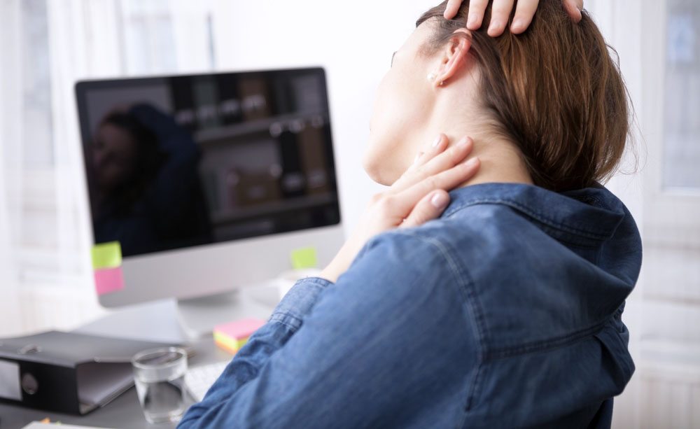 Artrosi cervicale: sintomi, cura, rimedi naturali ed esercizi