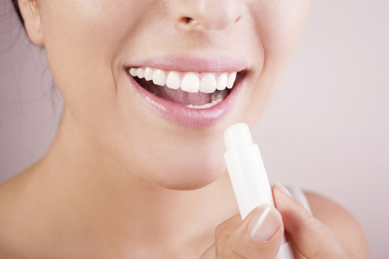 Labbra secche in estate, i rimedi e i prodotti per idratarle