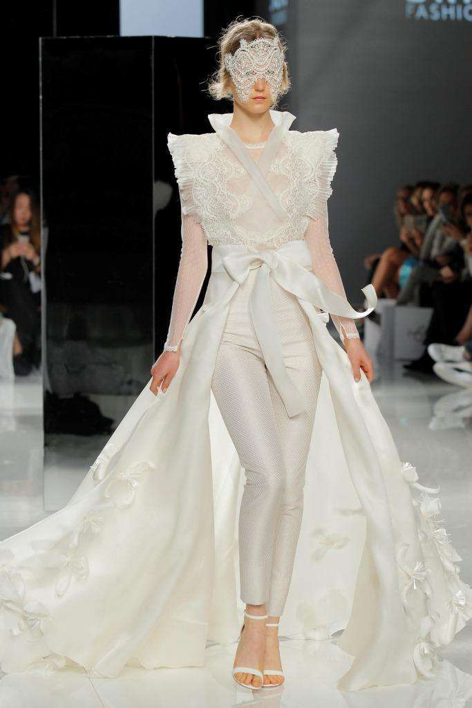 Look da sposa con pantaloni Carla Ruiz